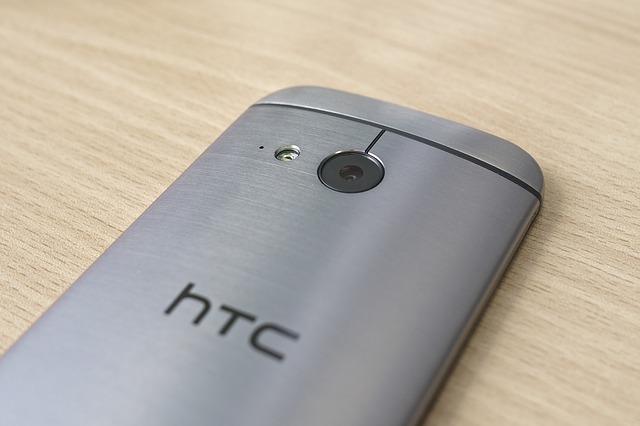 HTC stops UK phone sales after patent battle